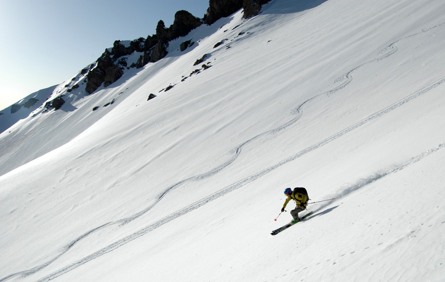 Skiing upper Avalanche Gulch