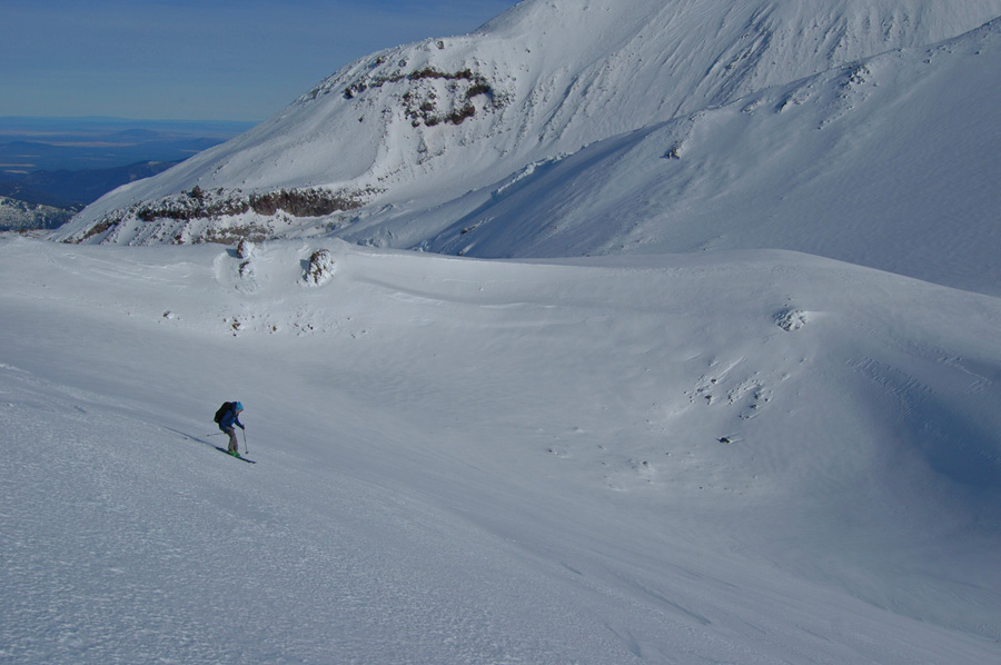 Skiing Shastina's mighty crater rim in Winter conditions