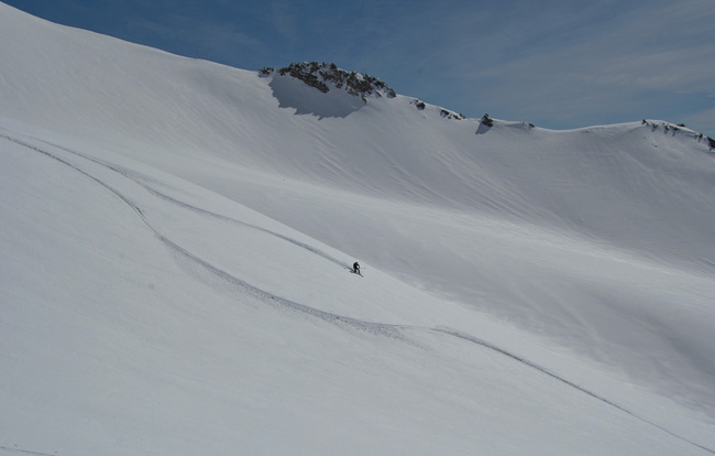 Shay rips telemark turns in Avalanche Gulch March 2015